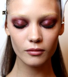 xembedded_bold-colored-eyeshadow-trend_jpg_pagespeed_ic_shdQDgyvhvUDVEJZw2WT